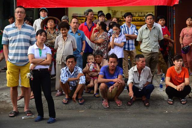 Cháy khách sạn ở Sài Gòn: Giải cứu khẩn cấp 11 khách nước ngoài và 8 người Việt Nam - Ảnh 10.