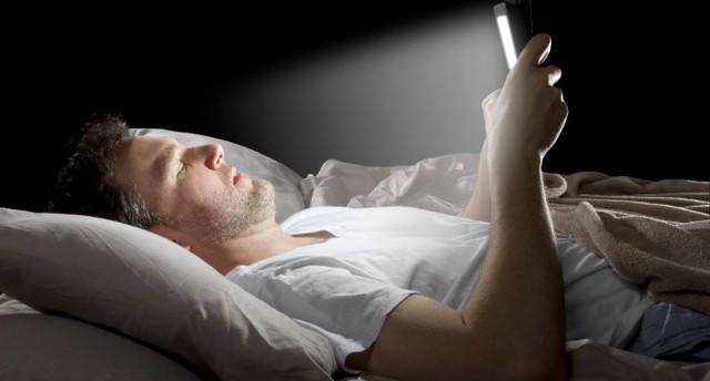 Điện thoại di động đang ầm thầm giết chết bạn như thế nào? - Ảnh 1.