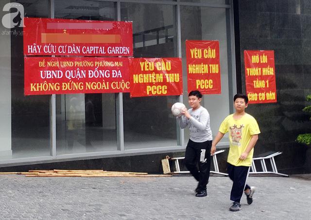 Sau vụ hỏa hoạn tòa nhà Carina khiến 13 người chết: Nhiều chung cư Hà Nội hốt hoảng kêu cứu - Ảnh 6.