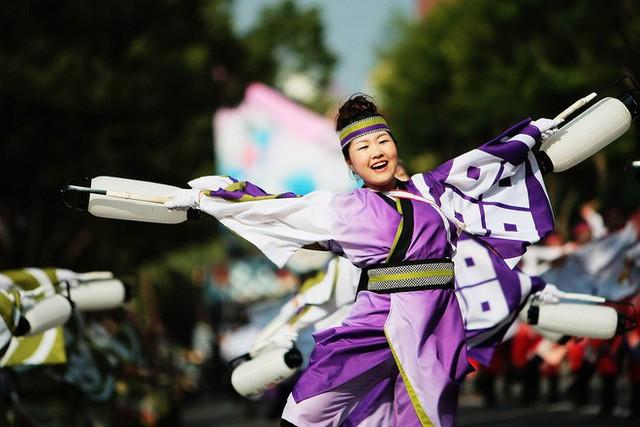 Câu chuyện về Yosakoi: Điệu nhảy vực tinh thần Nhật Bản sau chiến tranh rồi trở nên nổi tiếng toàn thế giới - Ảnh 1.