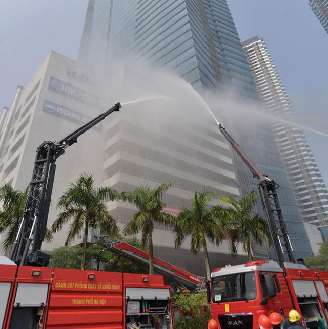Tâm thư của một lính cứu hỏa sau vụ cháy chung cư Carina: Chả có nhà nào an toàn 100% cả, do ý thức con người cả thôi! - Ảnh 2.