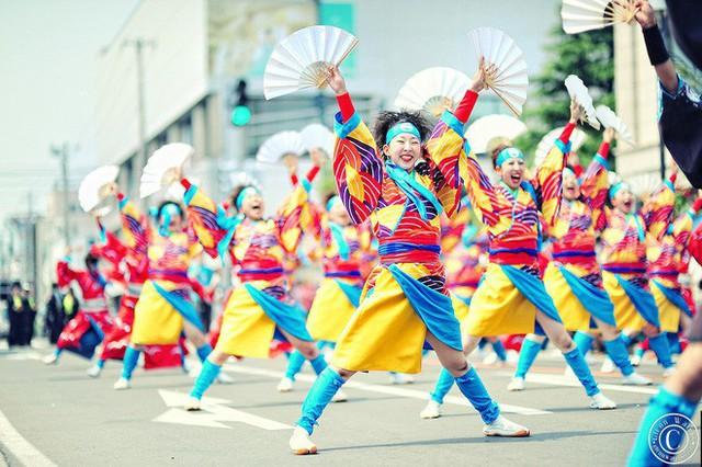 Câu chuyện về Yosakoi: Điệu nhảy vực tinh thần Nhật Bản sau chiến tranh rồi trở nên nổi tiếng toàn thế giới - Ảnh 6.