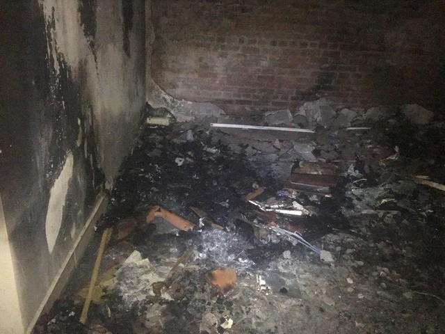 Hà Nội: Cháy chung cư ở Mỹ Đình, khói bốc ngùn ngụt từ 1 căn hộ cao tầng trên tầng 18 khiến cư dân hốt hoảng - Ảnh 2.