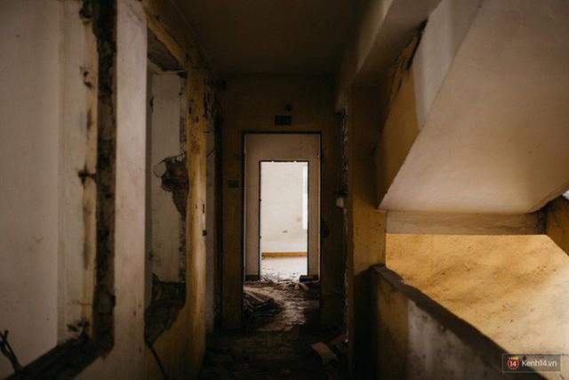Cuộc sống bên trong căn nhà duy nhất còn sáng đèn ở 93 Láng Hạ - khu tập thể đất vàng một thời giữa lòng Hà Nội - Ảnh 2.
