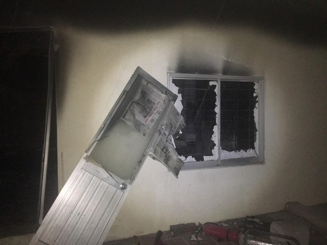 Hà Nội: Cháy chung cư ở Mỹ Đình, khói bốc ngùn ngụt từ 1 căn hộ cao tầng trên tầng 18 khiến cư dân hốt hoảng - Ảnh 3.
