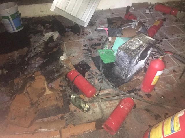 Hà Nội: Cháy chung cư ở Mỹ Đình, khói bốc ngùn ngụt từ 1 căn hộ cao tầng trên tầng 18 khiến cư dân hốt hoảng - Ảnh 4.