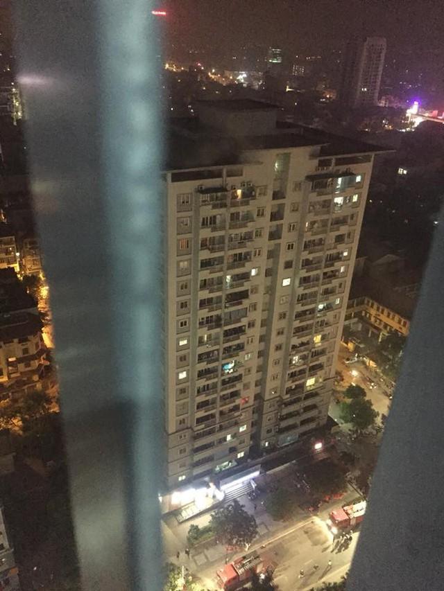 Hà Nội: Cháy chung cư ở Mỹ Đình, khói bốc ngùn ngụt từ 1 căn hộ cao tầng trên tầng 18 khiến cư dân hốt hoảng - Ảnh 5.