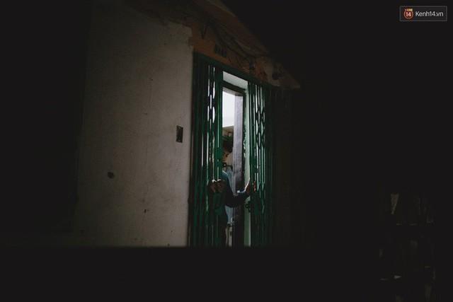 Cuộc sống bên trong căn nhà duy nhất còn sáng đèn ở 93 Láng Hạ - khu tập thể đất vàng một thời giữa lòng Hà Nội - Ảnh 5.