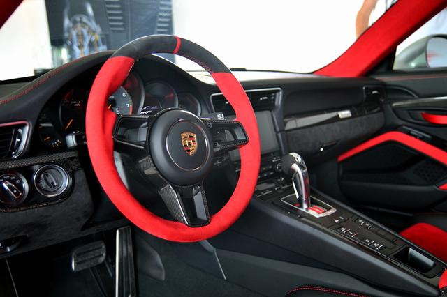 Siêu xe mạnh mẽ nhất lịch sử Porsche xuất hiện tại triển lãm ô tô lớn nhất Đông Nam Á - Ảnh 2.