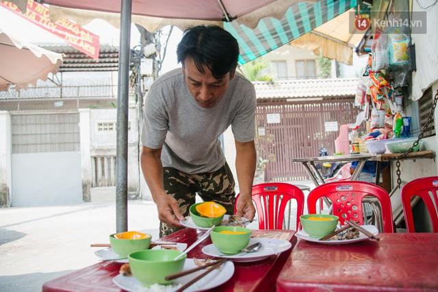 """Cô bán cơm dễ thương hết sức ở Sài Gòn: 10 ngàn cũng bán, khách nhiêu tiền cũng có cơm ăn"""" - Ảnh 12."""