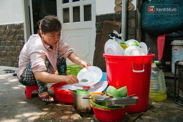 """Cô bán cơm dễ thương hết sức ở Sài Gòn: 10 ngàn cũng bán, khách nhiêu tiền cũng có cơm ăn"""" - Ảnh 14."""