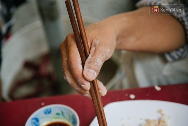 """Cô bán cơm dễ thương hết sức ở Sài Gòn: 10 ngàn cũng bán, khách nhiêu tiền cũng có cơm ăn"""" - Ảnh 6."""