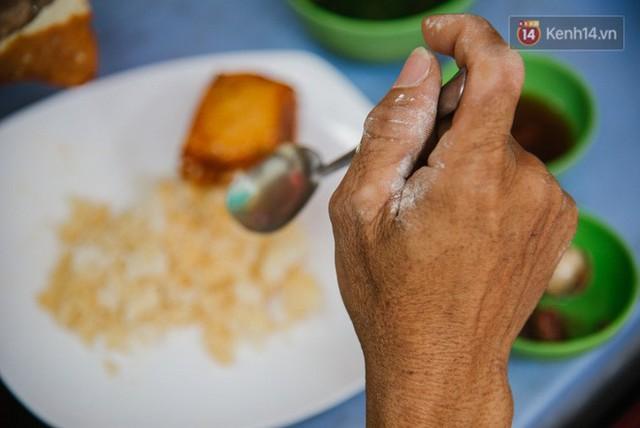 """Cô bán cơm dễ thương hết sức ở Sài Gòn: 10 ngàn cũng bán, khách nhiêu tiền cũng có cơm ăn"""" - Ảnh 7."""