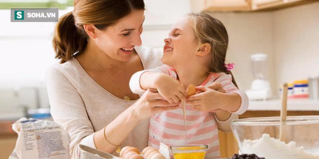 4 bài học tuyệt vời cha mẹ hãy dạy con ngay từ phòng bếp - Ảnh 1.