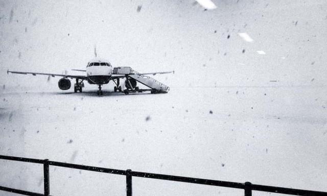 Kinh tế Anh thiệt hại 1,4 tỷ USD một ngày vì siêu bão tuyết - Ảnh 1.