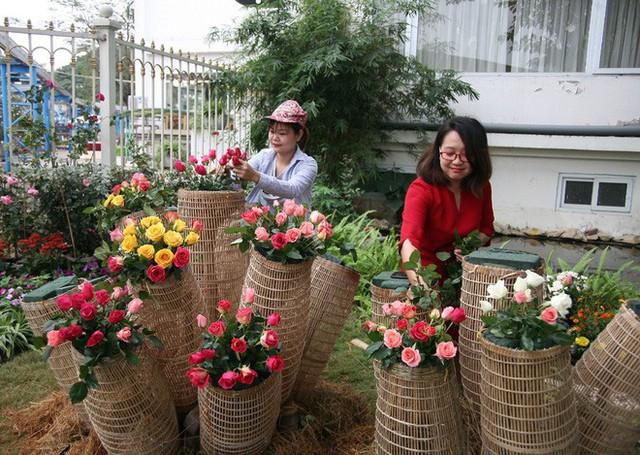 Cận cảnh Lễ hội hoa hồng Bulgaria lần thứ 2 trước giờ khai mạc  - Ảnh 18.