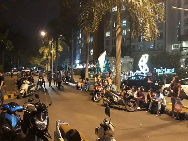Lại cháy chung cư ở Sài Gòn, cư dân hoảng loạn tháo chạy - Ảnh 1.