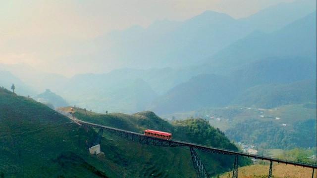 Tuyến tàu hỏa leo núi dài số 1 Việt Nam đã chính thức hoạt động - Ảnh 3.