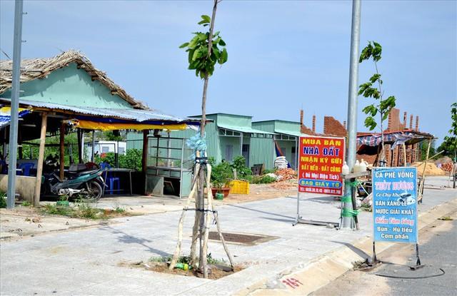 Chùm ảnh: Muôn kiểu rao phân phối ở chợ đất khổng lồ Phú Quốc - Ảnh 2.