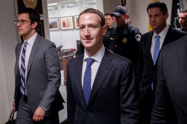 Không phải ngẫu nhiên Mark Zuckerberg lại mặc vest, ngồi lên đệm cao 10 cm trong 5 tiếng của phiên điều trần - Ảnh 1.