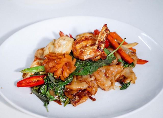 Quán ăn vỉa hè giá cao như nhà hàng đạt được ngôi sao Michelin danh giá ở Thái Lan, mỗi ngày chỉ phục vụ đúng 50 khách - Ảnh 12.