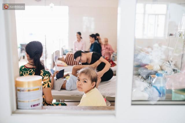 Chuyện nữ tiến sĩ viện K kiên trì xin được cứu bệnh nhi: Nếu 99% là thua thì hãy cho chị 1% còn lại để cứu con của em! - Ảnh 7.