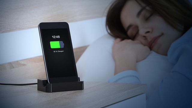 Sạc điện thoại qua đêm, tắt ứng dụng ngầm, bật wifi và ti tỉ vấn đề khi dùng smartphone - Ảnh 7.