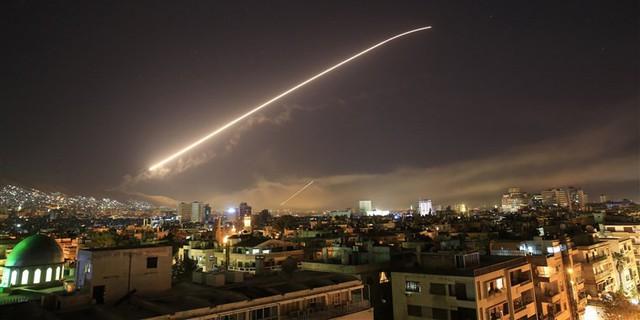 Phương Tây nã 105 tên lửa, phòng không Syria bắn hạ 71 quả - Ảnh 1.