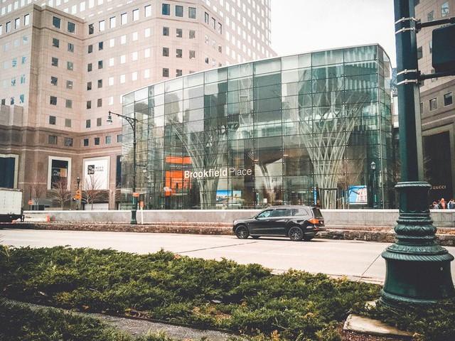 Bên trong trọng điểm mua sắm xa xỉ nhất New York - Ảnh 1.