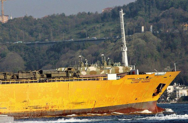 Nga cấp tốc chở vũ khí sang tiếp sức cho Syria: Hầm tàu chất đầy tên lửa phòng không? - Ảnh 4.