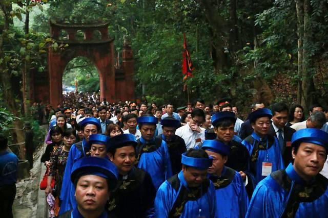 Ảnh: Hàng nghìn người đội mưa dự lễ Giỗ tổ Hùng Vương 2018 - Ảnh 2.