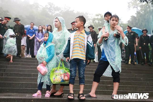 Ảnh: Hàng nghìn người đội mưa dự lễ Giỗ tổ Hùng Vương 2018 - Ảnh 13.