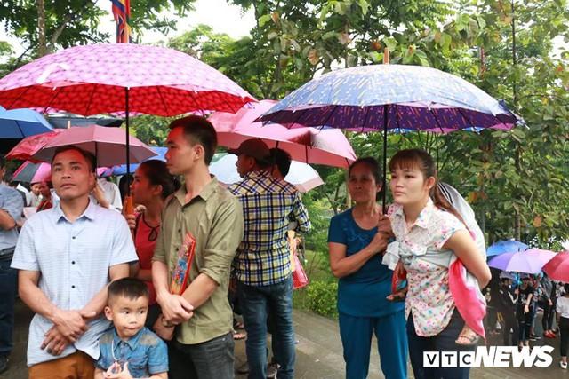 Ảnh: Hàng nghìn người đội mưa dự lễ Giỗ tổ Hùng Vương 2018 - Ảnh 14.