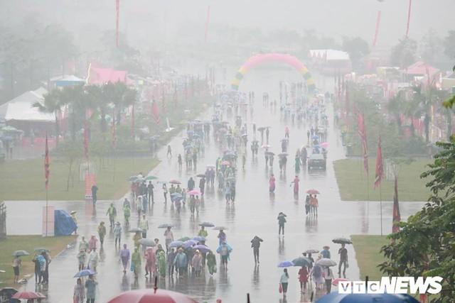 Ảnh: Hàng nghìn người đội mưa dự lễ Giỗ tổ Hùng Vương 2018 - Ảnh 5.