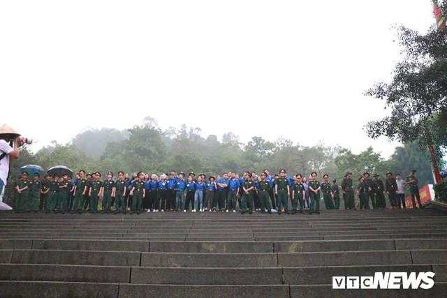 Ảnh: Hàng nghìn người đội mưa dự lễ Giỗ tổ Hùng Vương 2018 - Ảnh 6.