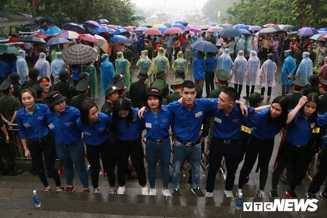 Ảnh: Hàng nghìn người đội mưa dự lễ Giỗ tổ Hùng Vương 2018 - Ảnh 7.