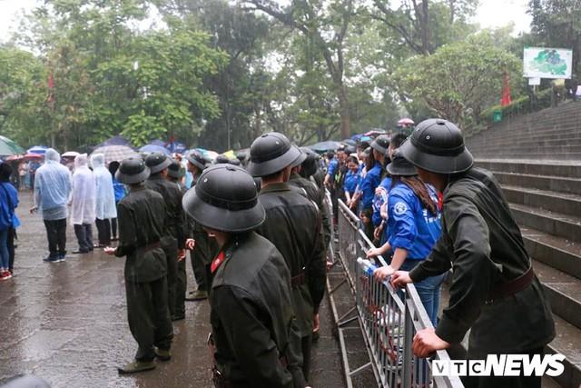 Ảnh: Hàng nghìn người đội mưa dự lễ Giỗ tổ Hùng Vương 2018 - Ảnh 9.