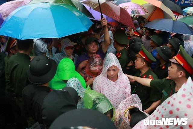 Ảnh: Hàng nghìn người đội mưa dự lễ Giỗ tổ Hùng Vương 2018 - Ảnh 10.