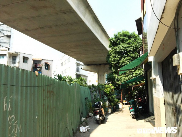 Nhà 3 tỷ đồng mới xây bị tuyến Metro số 1 gây sụt lún, cả gia đình cõng nhau đi thuê trọ - Ảnh 1.