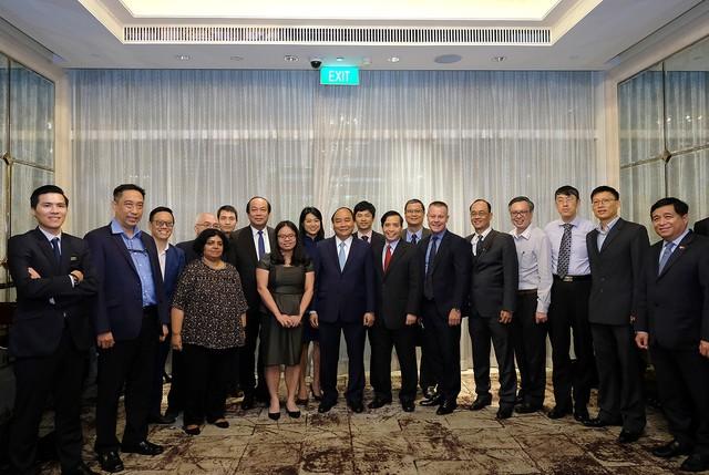 Thủ tướng nghe 1 vài chuyên gia Singapore chia sẻ về 1 vàih mạng công nghiệp 4.0 - Ảnh 2.