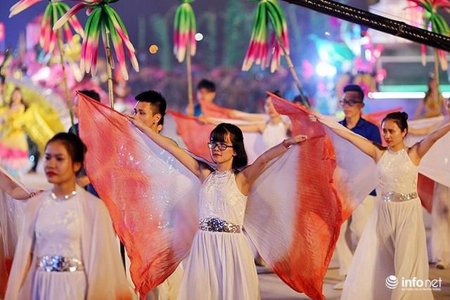 Những hình ảnh ấn tượng tại Lễ hội Carnaval Hạ Long 2018 - Ảnh 10.