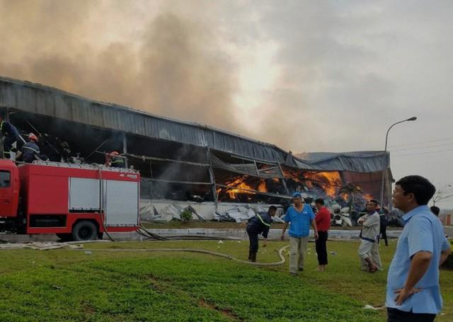 Đang cháy lớn tại khu công nghiệp ở Quảng Ninh - Ảnh 2.