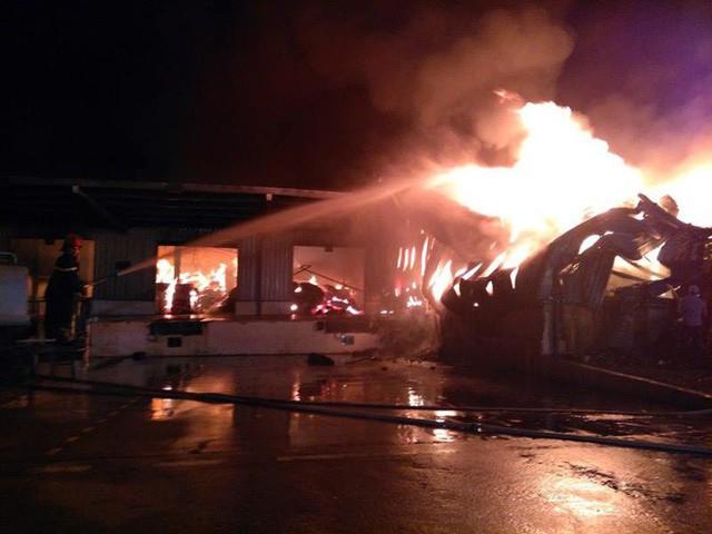 Đang cháy lớn tại khu công nghiệp ở Quảng Ninh - Ảnh 6.