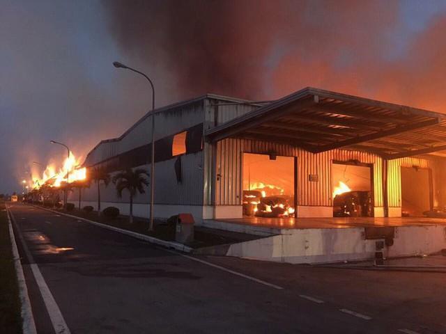 Đang cháy lớn tại khu công nghiệp ở Quảng Ninh - Ảnh 7.
