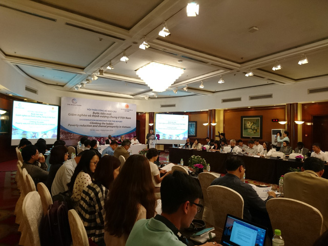 World Bank: Gần 9 triệu người Việt Nam khó thoát nghèo do không có tiền đi học THPT - Ảnh 1.