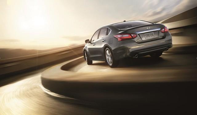 Cận cảnh chiếc ô tô vừa được giảm giá hơn 100 triệu đồng - Ảnh 2.