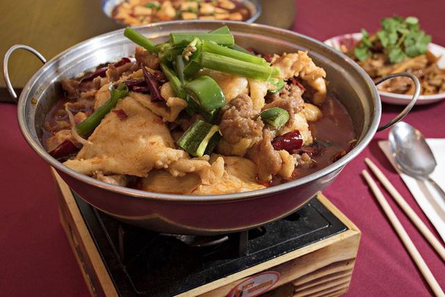 Cận cảnh món vịt hầm tiết và gạo nếp