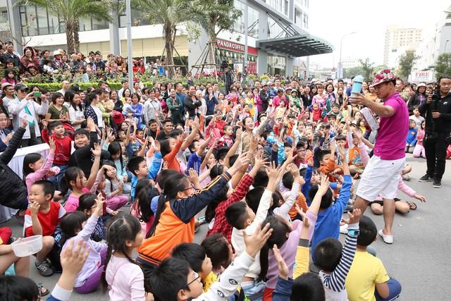 Sau vụ hỏa hoạn ở Carina, người dân bất ngờ đổ xô tham dự diễn tập PCCC ở các chung cư cao tầng - Ảnh 2.