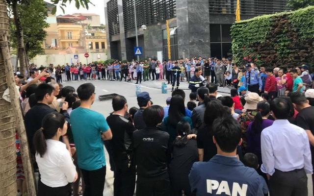 Sau vụ hỏa hoạn ở Carina, người dân bất ngờ đổ xô tham dự diễn tập PCCC ở các chung cư cao tầng - Ảnh 1.