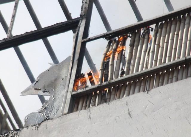 Cháy khách sạn ở Hà Nội, khách nước ngoài chạy tán loạn - Ảnh 3.